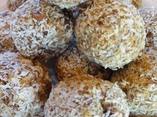 Teisha's-Raw-Coconut-Balls